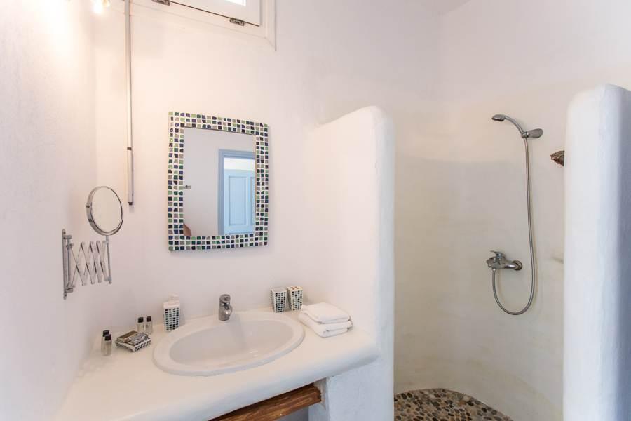 villa super paradise shower