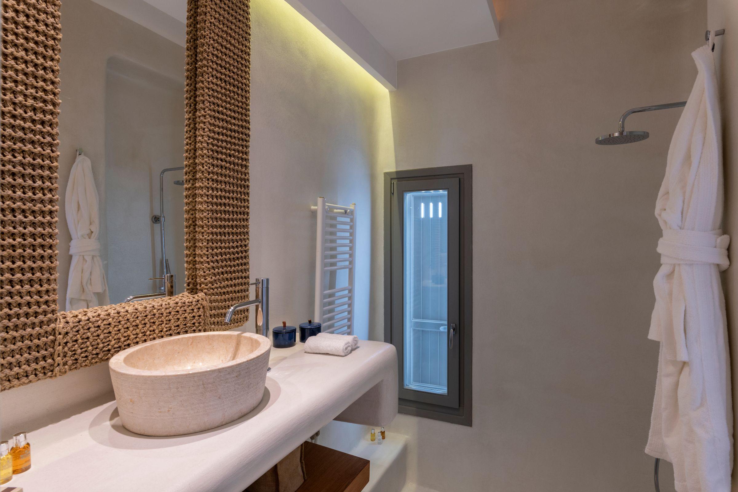 villa kastro l kanalia shower