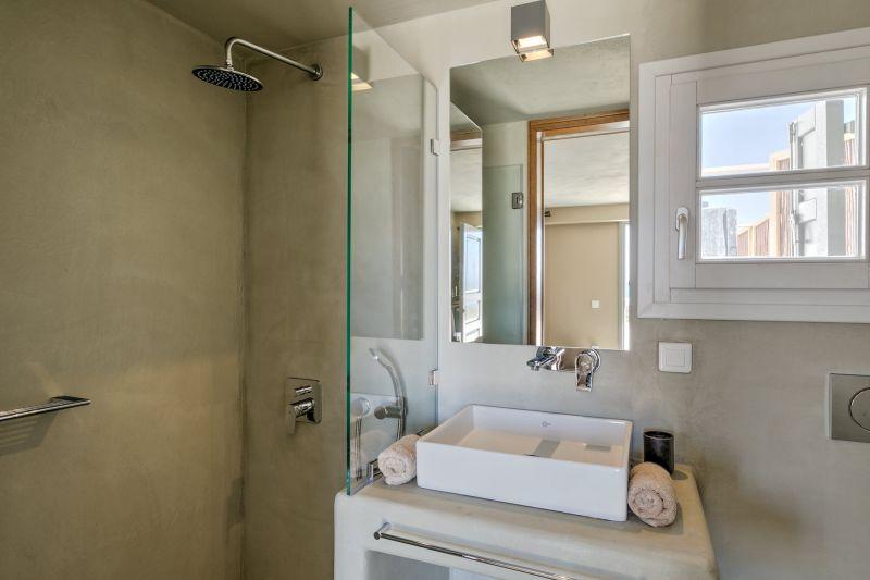 shower villa aspinal aleomandra