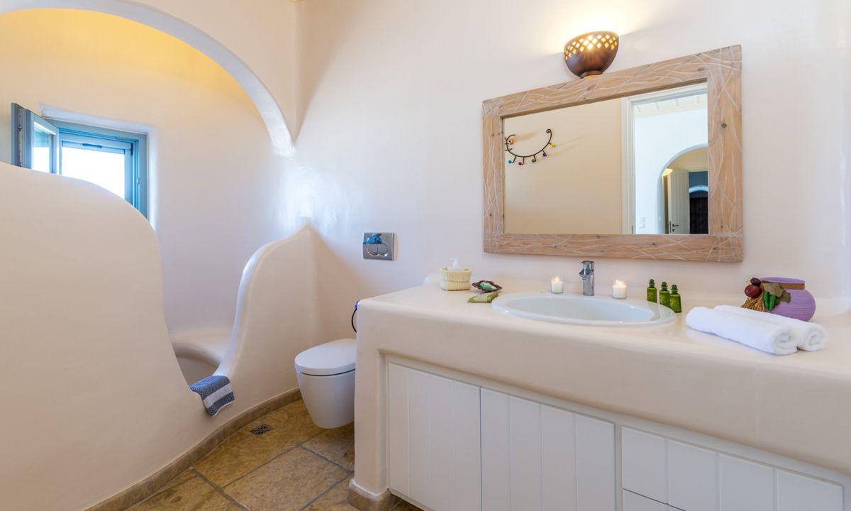 villa patra kanalia shower