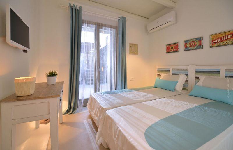 villa kiki elia bedroom