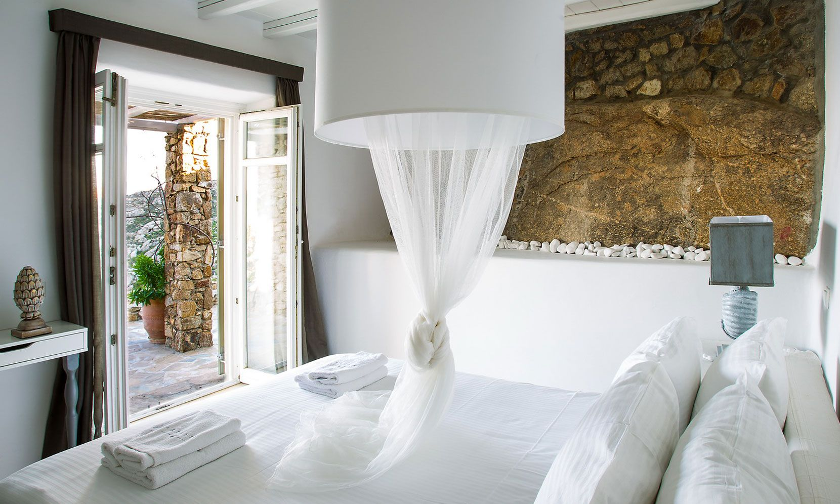 agrari rocks bedroom