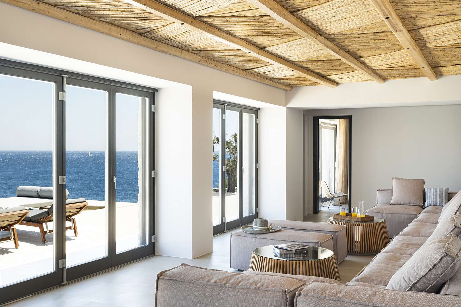 villa aleomandra cove lounge