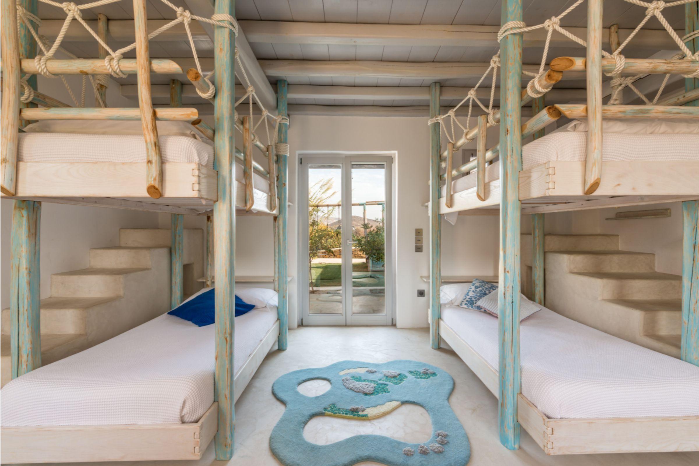 bunks villa alva panormos bay