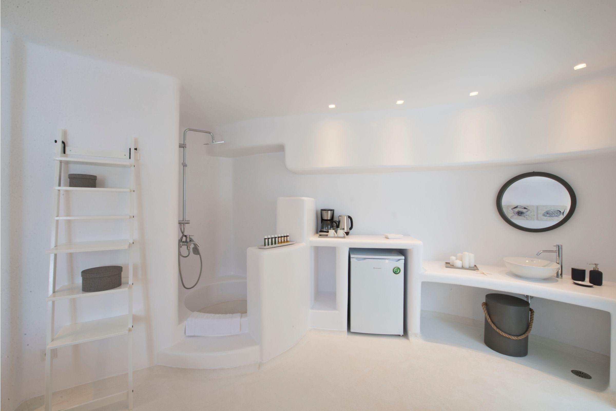 tourlos private estate suite