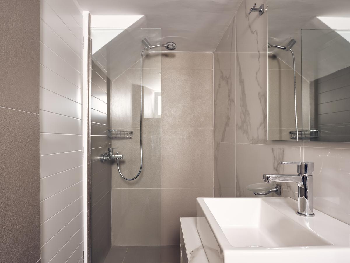 tourlos botique villas shower
