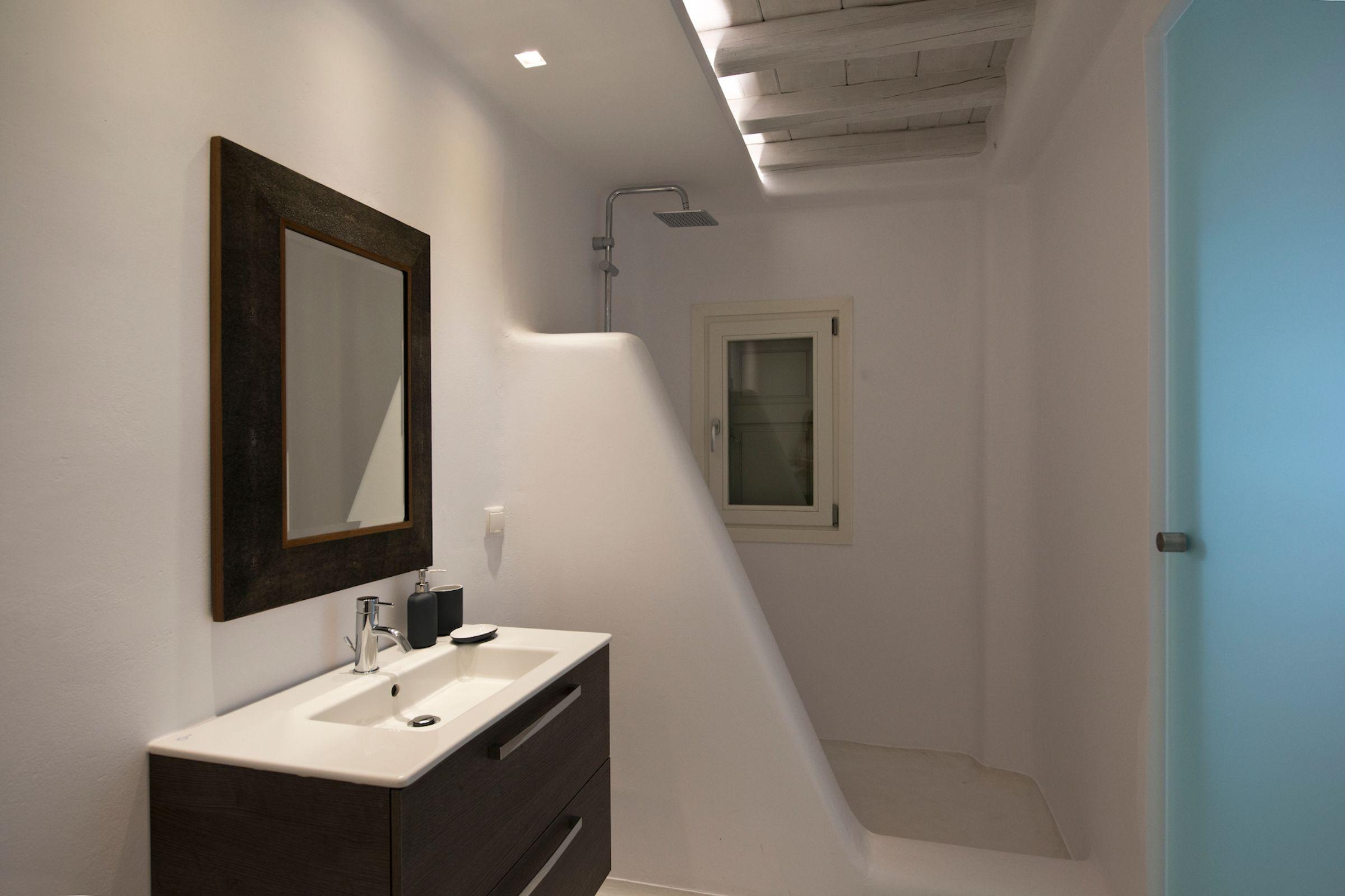 shower tourlos private estate