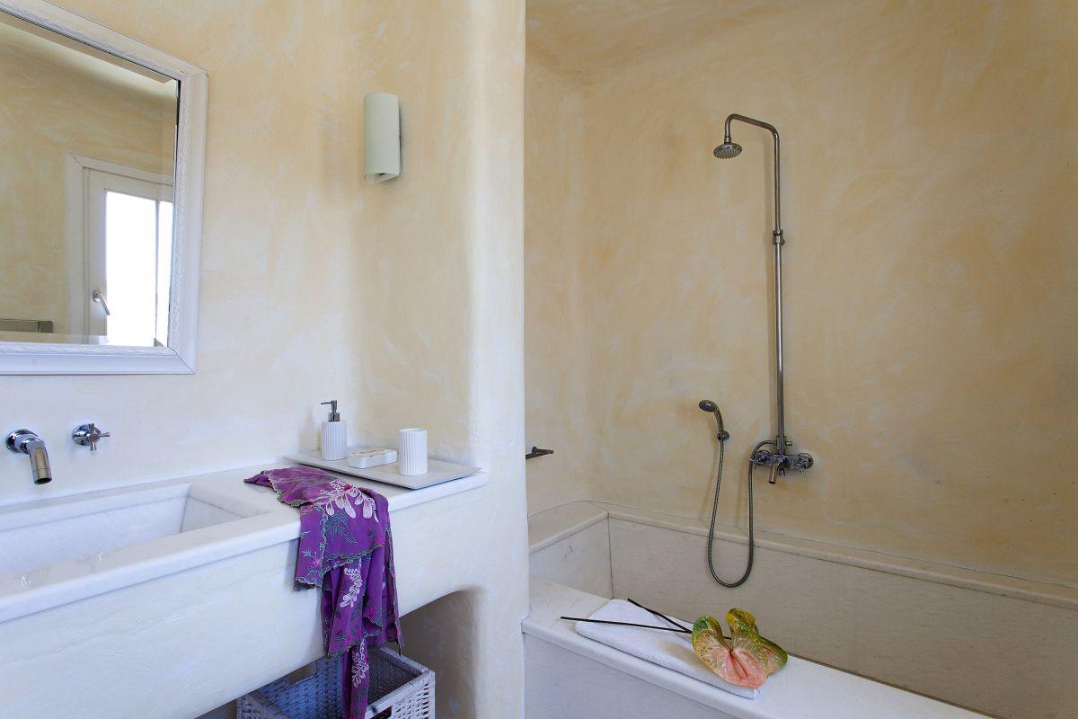 villa cassey aleomandra shower