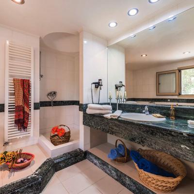 rhodes villas shower rooms