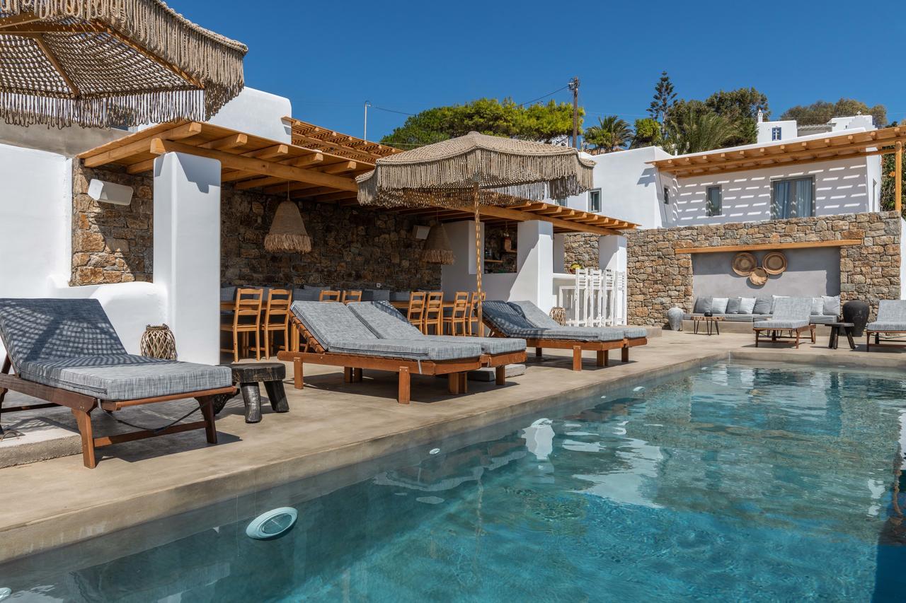villas private pools mykonos