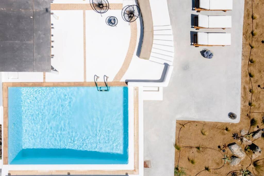 terrace kalafatis blue
